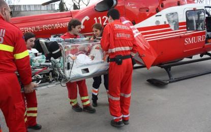 DOI GEMENI NOU NASCUTI TRANSPORTATI DE URGENTA CU UN ELICOPTER SMURD