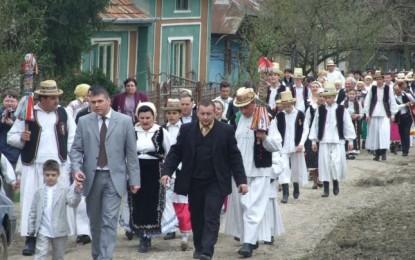 Dansul la şură, o tradiţie în Ţara Codrului
