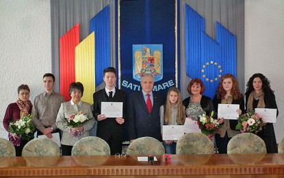Prefectul Eugeniu Avram premiază performanţa şcolară