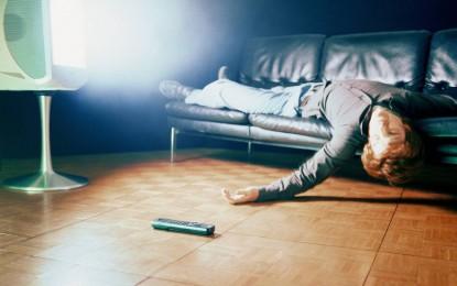 Risc dublu de moarte prematură pentru adulții care se uită trei ore pe zi la televizor