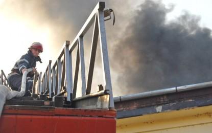 Incendiu la o magazie de lemne din Săcăşeni