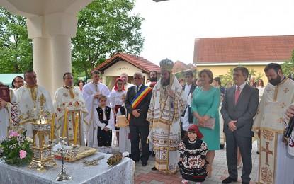 PS Iustin Sigheteanul a sfinţit bisericile din Vama şi Măriuş