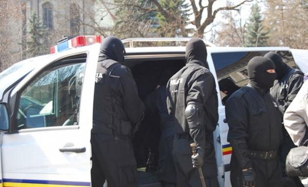 Grupare de traficanţi de droguri destructurată de DIICOT