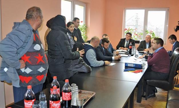 Scandal la Bixad pentru un drum făcut de romi