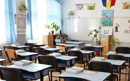 ATENȚIE! Marți se REIAU CURSURILE în școli. Care elevi sunt RECHEMAȚI în bănci