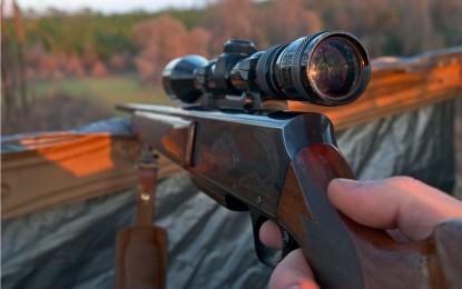 GREŞEALĂ FATALĂ: Poliţist împuşcat mortal de către un coleg, la o vânătoare de mistreţi