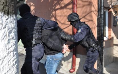 Poliţia spaniolă a arestat nouă români care jefuiau turişti