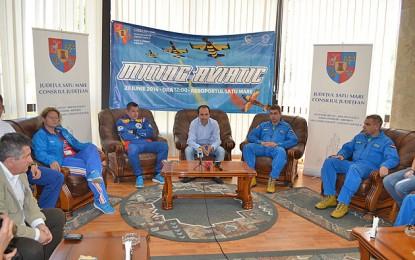 Piloţii lotului naţional de acrobaţie si membrii lotului de paraşutism vin sa faca show la Satu Mare