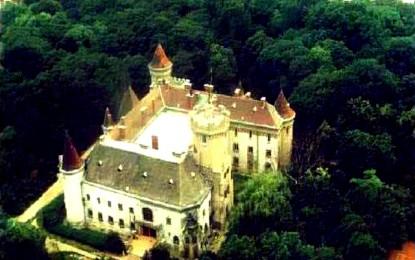 Expoziţie de arte vizuale la Castelul Karolyi