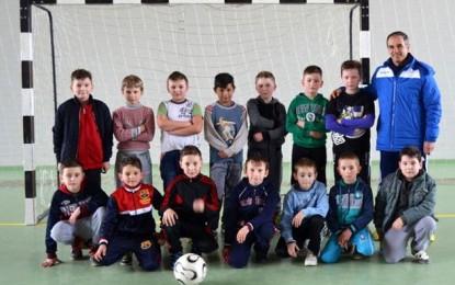 """Dacian Nastai caută copii care să joace """"fotbal pe uliţă""""!"""